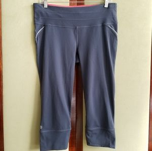 Athleta grey Relay capri leggings Size Large